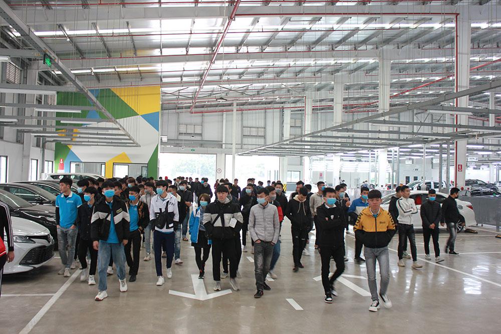 Sinh-viên-thăm-quan-trải-nghiệm-thực-tế-tại-Toyota-Từ-Sơn---Bắc-Ninh..jpg