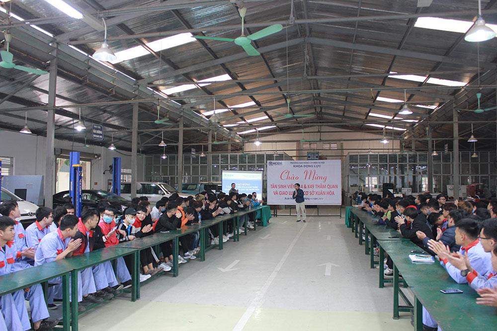 Sinh-viên-thăm-quan-trải-nghiệm-thực-tế-tại-Toyota-Từ-Sơn---Bắc-Ninh....jpg